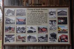 Ten znak opisuje chodzenie Południowy Perkasie Zakrywający most zdjęcia royalty free