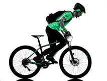 Tenager ch?opiec rower g?rski bking odizolowywaj?cych cienie obrazy royalty free