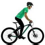 Tenager-Jungenmountainbike, die lokalisierte Schatten bking ist Stockfotos