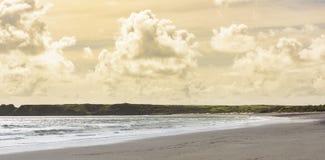 Tenby海景-奇怪的颜色天空 库存图片