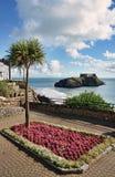 Tenby的装饰庭院,威尔士。 免版税库存图片