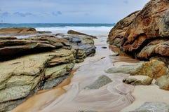 Tendência da lama entre as rochas Fotos de Stock Royalty Free