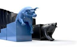 Tendências de Econonomic de Bull & de urso que competem Foto de Stock Royalty Free