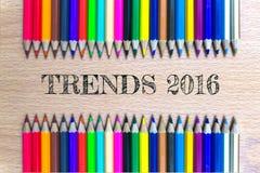 Tendências 2016 no fundo do lápis da cor/conceito de madeira do negócio Fotos de Stock Royalty Free