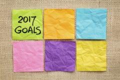 2017 tendências no tipo de madeira objetivos do ano novo em notas pegajosas Fotografia de Stock Royalty Free