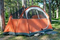 Tenda arancio in un campeggio, Illinois, U.S.A. Fotografia Stock