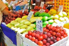 Tenda da fruta na rua de Petaling, Malaysia Fotos de Stock
