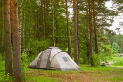 Tenda di campeggio in campeggio boscoso Hamina, Finlandia, Suomi Fotografie Stock Libere da Diritti