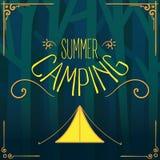 Tenda di campeggio di estate con il vettore dell'iscrizione della mano Fotografia Stock Libera da Diritti