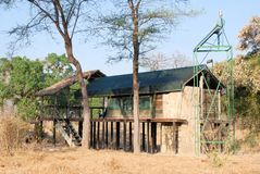 Tenda di lusso di safari vicino al parco nazionale di Ruaha, Tanzania ...