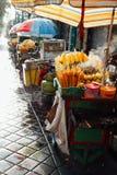 Tenda do alimento da rua com milho grelhado, Bali fotos de stock