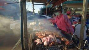 Tenda do alimento da rua em Vientiane, Laos - carne fritada filme