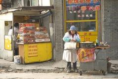 Tenda do alimento da rua na porcelana de shanghai imagem de stock