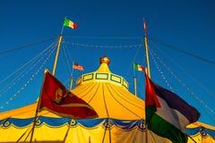 Tenda do circus com cores brilhantes fotos de stock