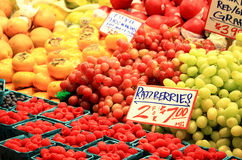 Tenda do fruto no mercado dos fazendeiros Fotografia de Stock