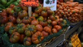 Tenda do mercado do alimento do ` dos fazendeiros com variedade de vegetal orgânico filme