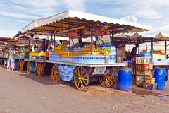 Tenda do mercado com frutos em C4marraquexe Marrocos Imagem de Stock