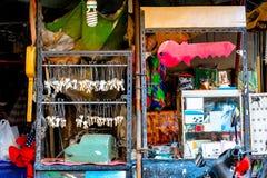 A tenda do serralheiro indica o signage e os grupos de chaves chaves imagens de stock royalty free
