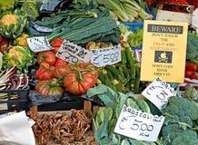 Tenda dos vegetais no mercado da cidade Fotografia de Stock