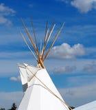 Tenda e céu azul do verão imagem de stock royalty free
