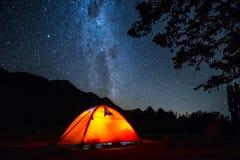 Tenda e cielo notturno Immagine Stock