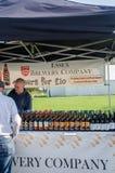 Tenda exterior que vende a cerveja inglesa inglesa engarrafada do ofício Imagens de Stock