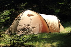 Tenda in foresta Fotografie Stock Libere da Diritti