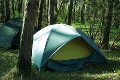Tenda in foresta fotografia stock