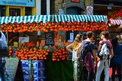 Tenda fresca do suco de laranja Fotos de Stock