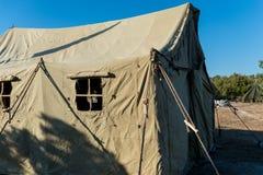 Tenda militare molto grande nel campo Immagini Stock