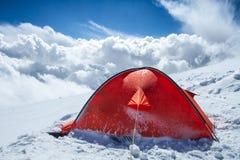 Tenda in montagne di inverno Fotografie Stock Libere da Diritti