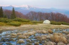 Tenda nelle montagne Immagini Stock