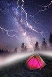 Tenda sopra il villaggio di Verkhovyna Fotografie Stock Libere da Diritti