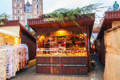Tenda su un mercato di Natale immagine stock libera da diritti