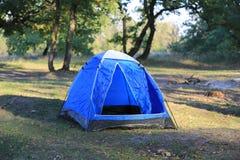 Tenda turistica in foresta Fotografia Stock Libera da Diritti