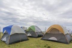 Tenda turistica nel campo Fotografia Stock Libera da Diritti