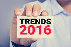 TENDANCES 2016, message sur la carte de visite professionnelle de visite Photos stock