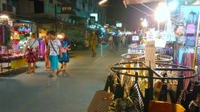 Tendas do mercado da noite na rua de passeio de Pai, Tailândia vídeos de arquivo