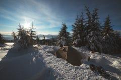 Tende congelate nell'alta montagna Fotografia Stock