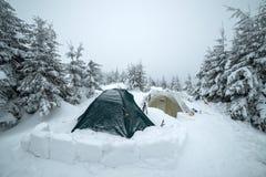 Tende congelate nell'alta montagna Immagini Stock Libere da Diritti