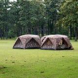 Tende di campeggio al campeggio all'aperto Immagini Stock