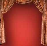 Tende eleganti dell'oro del teatro Immagine Stock