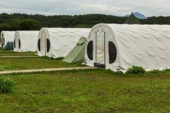 Tende per i turisti sulla fonte di fiume Ozernaya sul lago Kurile Parco naturale del sud di Kamchatka Fotografia Stock Libera da Diritti