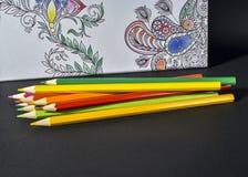 Tendencia adulta del libro de colorear, para el alivio de tensión Fotos de archivo