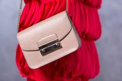 Tendenze di modo delle borse Chiuda su della borsa alla moda splendida Fashionab Fotografie Stock
