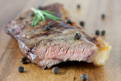 Tender roast beef. On a wooden board Royalty Free Stock Photos