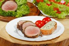 Tenderloin χοιρινού κρέατος, μενταγιόν χοιρινού κρέατος, που ψήνονται στη σχάρα, χοιρινό κρέας, κρέας, μπέϊκον Στοκ εικόνα με δικαίωμα ελεύθερης χρήσης