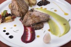 Tenderloin z pieprzowym kumberlandem, kłusować grulami i dwa 7 różnym jarzynowym puree, Obraz Stock