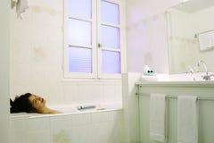 Tendo o bom tempo em um banho Imagens de Stock