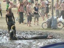 Tendo o divertimento com a areia molhada fotografia de stock royalty free